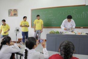 Imagen del taller de ceviche científico. Fotografía sacada de la web de la UDEP.