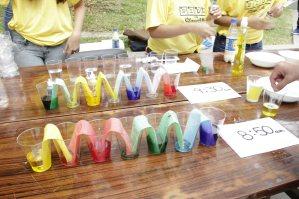 Imagen del taller de la ciencia de los colores. Imagen sacada de la web de la UDEP.