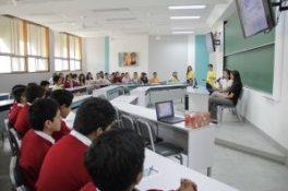 Imagen de una de las charlas en la jornada Piura con Ciencia. Fotografía sacada de la web de la UDEP.