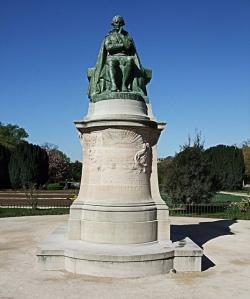 Si Lamarck levantase la cabeza y supiera de la existencia de la epigenética, seguro que haría callar a más de uno. Eso si realmente se confirma la herencia de las modificaciones epigenéticas, claro. Fotografía de la estatua de Lamarck en París, de Jim Linwood. https://www.flickr.com/photos/brighton/8706911250/