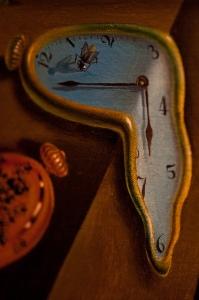 reloj blando Dalí tiempo infinito crecimiento